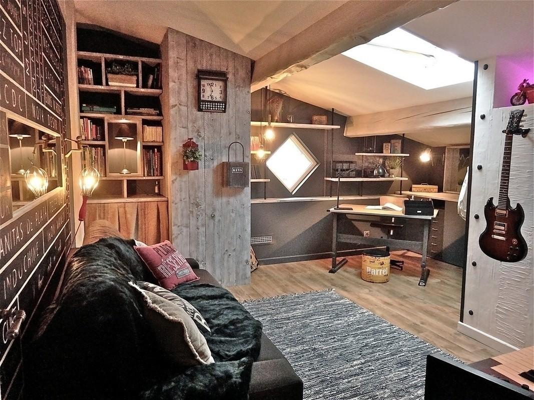 http://www.atelier-helen-b.com/fichiers/Realisations/Un_univers_Atelier_industriel_et_Rock/0007_decoration_interieur_atelier_helen_b_decoratrice_d_interieur_toulouse_helene_barbato_projet_chambre_realisation_deco_3D_industriel_vintage_retro_bois_brut_tete_de_lit_rock_etagere_suspendu.jpg